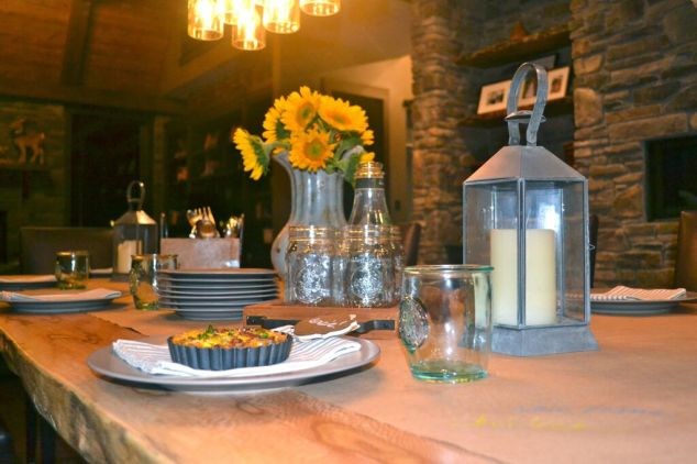 friendsgiving friendly farmhouse table