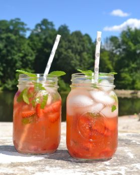 portable picnic strawberry mint lemonade