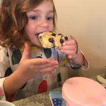 tea-party-julia-and-scone