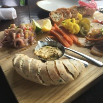 alley cat seafood board